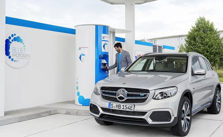 Magna International's new hydrogen fuel cell and battery-electric hybrid platform is right on track when it comes to the direction fuel cell vehicles are headed, one expert says.