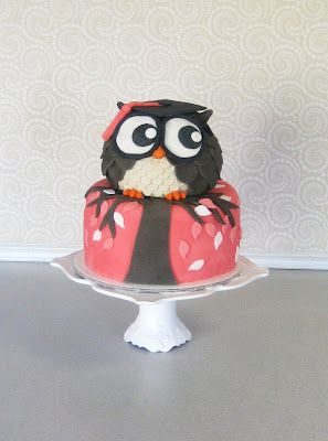 Graduation Owl cake   Devanys Designs