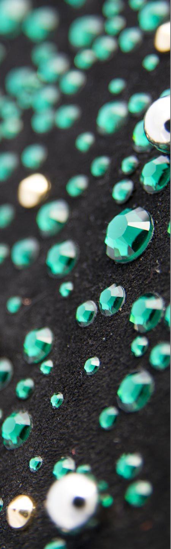 Strass termoadesivi verde acqua su pelle