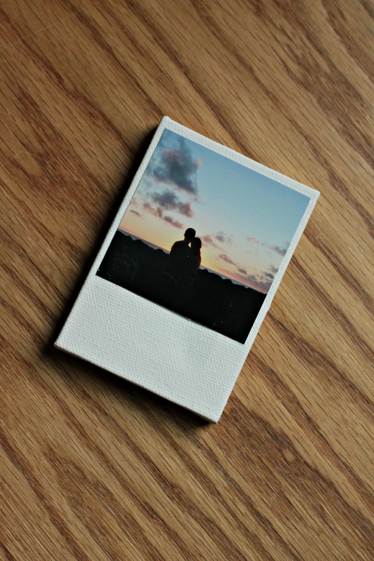 DIY: retro polaroid magnets..... Would make a cute save the date