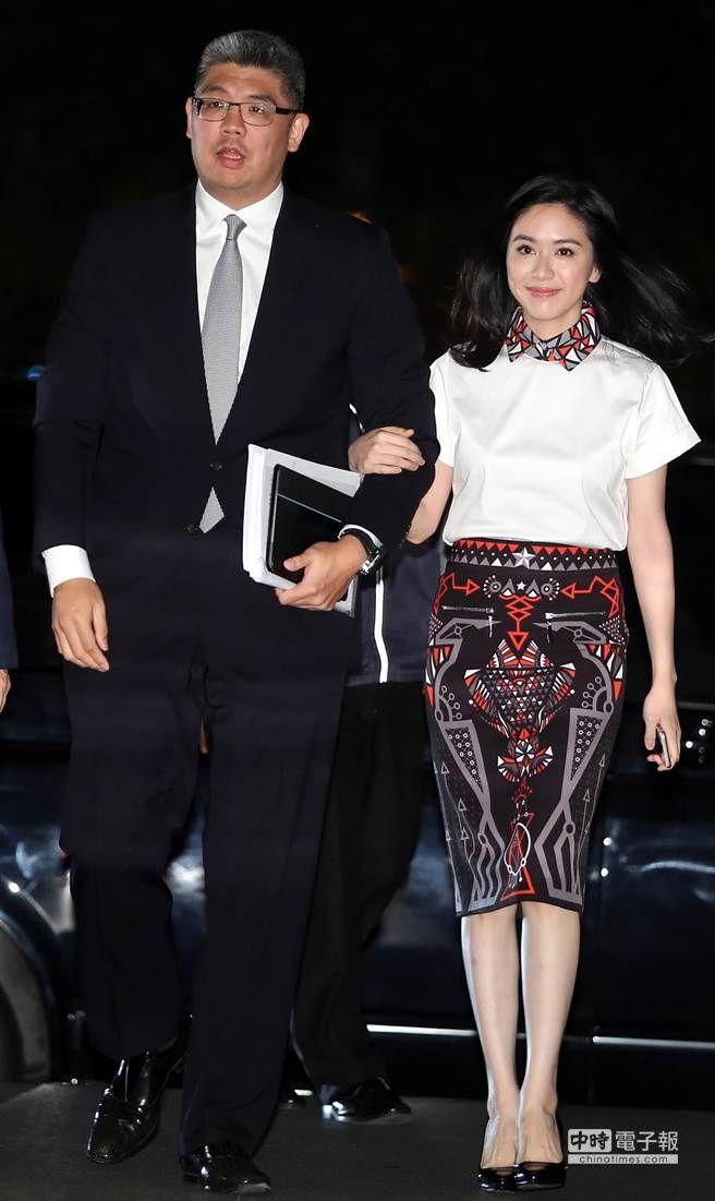台北市長選舉7日晚間舉行第一次電視辯論會,雖然這次共有7位候選人角逐市長一職,但僅有國民黨候選人連勝文及無黨籍候選人柯文哲受邀參加辯論。