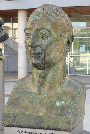 Pierre-Jean David d'Angers : Marie-Joseph de La Fayette (1829)  Place de la Révolution Française Montpellier (Hérault, France)  Le marquis Marie-Joseph de La Fayette (1757-1834) est officier et homme politique français qui s'illustra pendant la guerre d'Indépendance américaine.