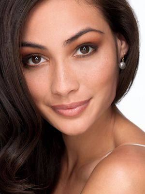 Eye Trend: Neutral Smoky Eye    Though more difficult to apply than pencil liner -- you'll need a brush to do it -- powder liner is by far the easiest to blend and layer. If you want a smoky eye, it's the only way to achieve smooth gradation.