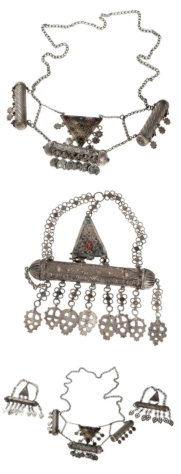 Bedouin silver plated amulet necklace and two pendants | Silver plated metal, silver, glass beads and gemstones | 19th / 20th century | 700€