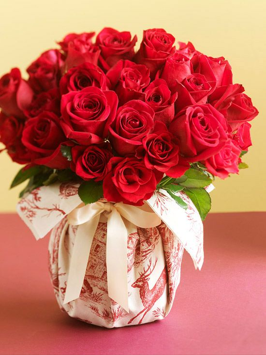 A bouquet of red roses, a touch of Christmas flair in minutes. Simply wrap the vase with a square of holiday-theme fabric and secure with a beautiful satin ribbon.