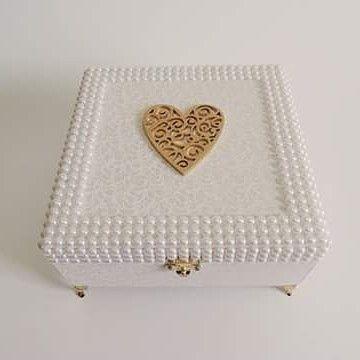 Caixa decorada | com aplicação em pérolas | branca | mdf| porta joias