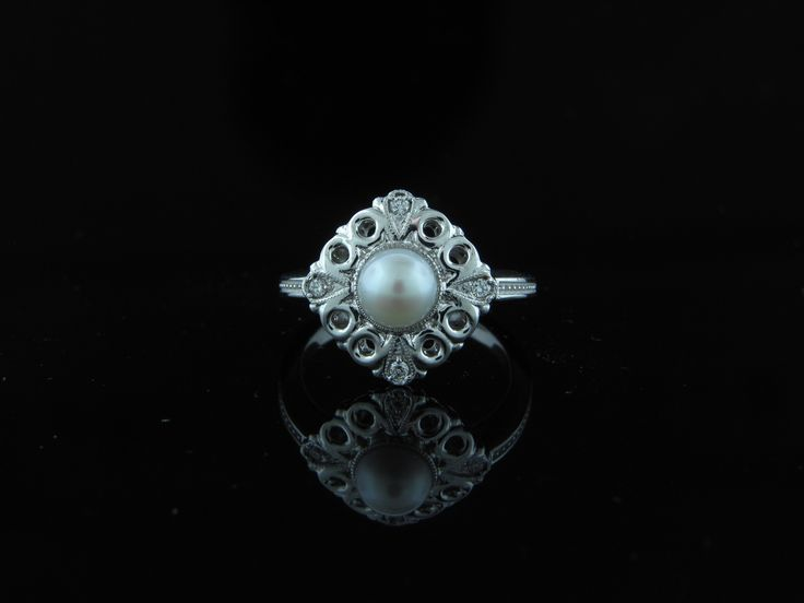 This vintage pearl engagement ring is breathtaking! #vintageengagementrings #pearlengagementrings #customengagementrings
