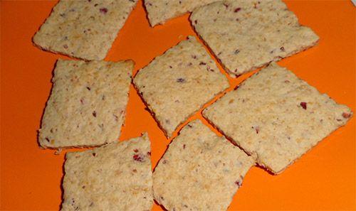 Biscuiti pentru copii http://clubulbebelusilor.ro/articol/960/biscuiti-cu-merisoare-si-stafide-pentru-copii-de-la-1-an.html