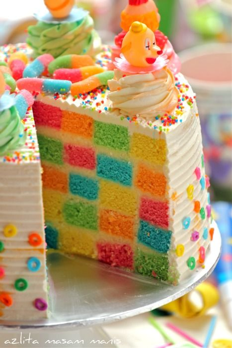 CHECKERED RAINBOW CAKE - though the  directions are incomplete and I don't know how they did this!