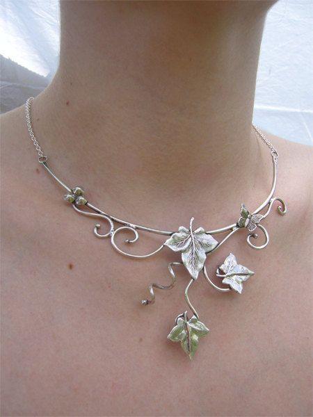 Ketting Ivy en gouden vlinder messing, zilver of koper met een keten van pout verlenging een goede verkoop bij de hals.