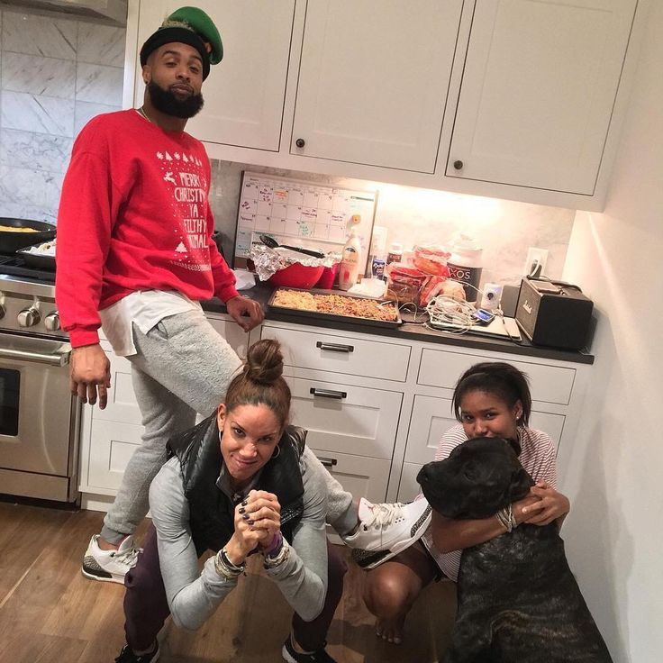 Odell Backham Jr. With family and Girlfriend