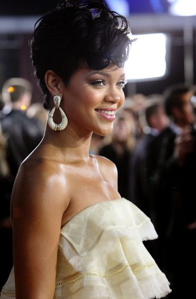 Rihanna Photos - Singer Rihanna arrives at the 2008 American Music Awards held at Nokia Theatre L.A. LIVE on November 23, 2008 in Los Angeles, California. (Photo by Frazer Harrison/Getty Images for AMA) * Local Caption * Rihanna - 2008 American Music Awards - Red Carpet Arrivals