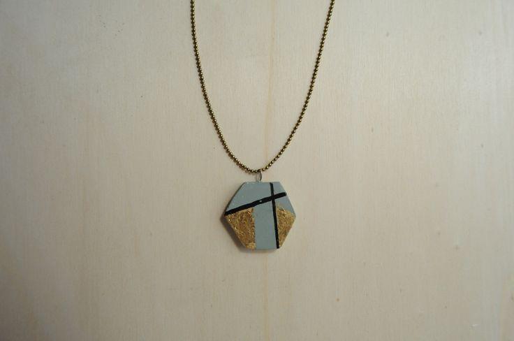 Collana Concrete Esagonale verde tirreno e oro in cemento - concrete necklace green and golden