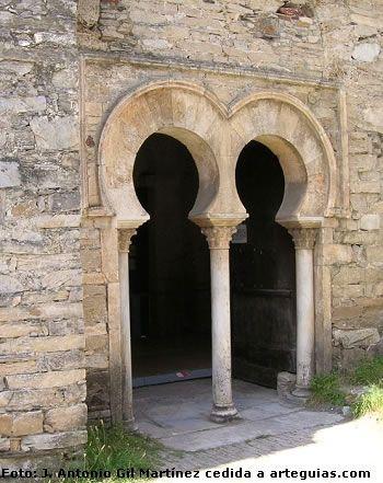 Iglesia mozárabe de Santiago de Peñalba.  León