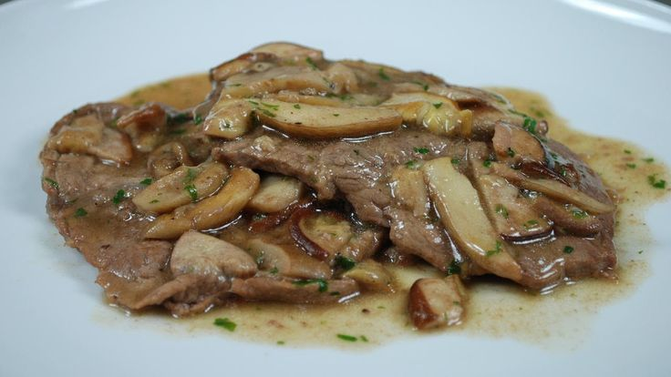Hello and welcome at Cucina con noi. Today we will see how to prepare the veal escalopes with porcini mushrooms. For 4 portions we will use: 8 veal slices of ... source
