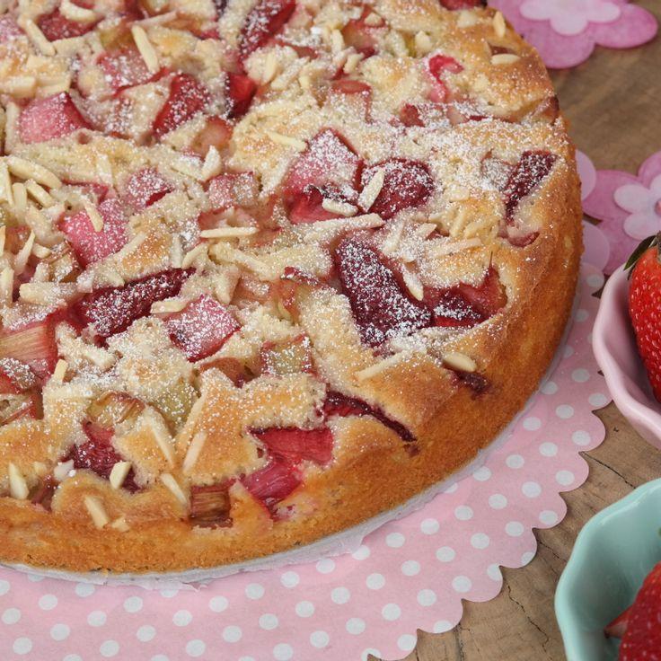 Erdbee-Rhabarber-Kuchen Mit Joghurt Und Mandeln
