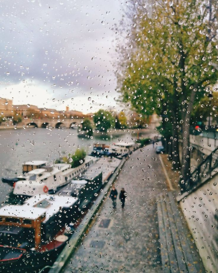 Jour de pluie à Paris. Rainy day in Paris by Joanna Lemanska.