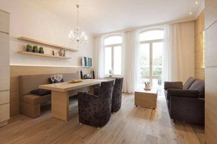 Küche mit Geschirrspüler und Ceranfeld, 3 Schlafzimmer, ein Wohnraum mit Schlafsofa, 2 Bäder/WCs und separaten Waschraum. http://norderney-ferienwohnung.eu/fewo-villa-vie-2/