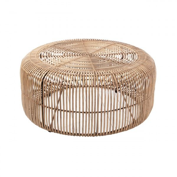 Super tøft bord i rotting. Passer til de fleste typer møbler og er et smykke i en stue. Kan også brukes som sidebord. Farge: natur Mål: 85 x85 høyde 38 Forentet le