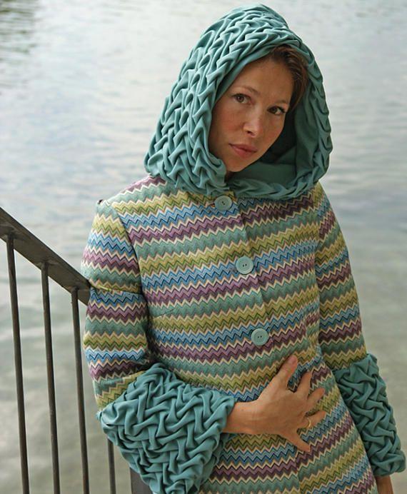 Giacca trench coat donna che Missoni con cappuccio lungo arazzo di cotone e tessuto italiano legno con abbigliamento unico sollievo texture cappotto cappuccio