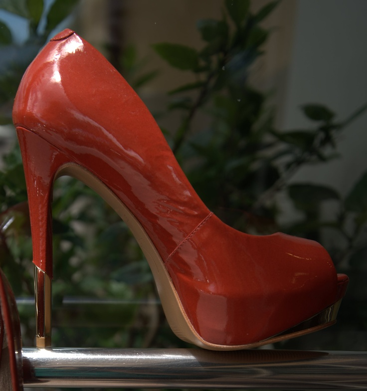 For a sexy night out on the town, the Christina pump from Luz da Lua is always the perfect choice. Heavenlyheels.com