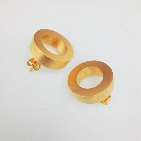 * Contemporary 3D Round Stud Earrings * * Material:24k Gold Plated Brass * * Diameter: 0.78 / 2cm * * Post: Sterling Silver Posts with matching Ear Nuts * ** HOW TO KEEP YOUR GOLD PLATED JEWELRY HAPPY ** Gold plated jewelry has a thin layer of gold over brass, so when that layer