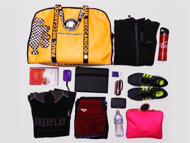 Il borsone Raid di Paul Meccanico può contenere: - giubbetto; - termos; - libro; - macchina fotografica; - agenda; - medicinale; - telecamera; - scarpe; - navigatore satellitare; - 4 magliette; - 3  jeans; - bottiglietta d'acqua; - beauty case.