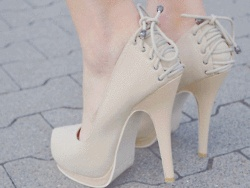 :): Hot Shoes, Nude Shoes, Shoes Design, Woman Shoes, High Healing, Nude Heels, High Heels, Colors Black, Shoes Shoes