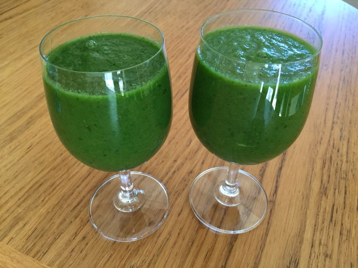 Green monster.... Spinach, apple, kiwi, parsley, cucumber