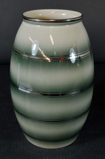 Vase designed by Nora Gulbrandsen for Porsgrund Porselen, Norway. H: 26cm  From Auksjonshallen