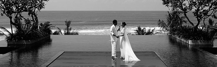 Have a memorable wedding on the floating altar with a seamless pool uniting with the ocean. #wedding #sea #pool #Bali