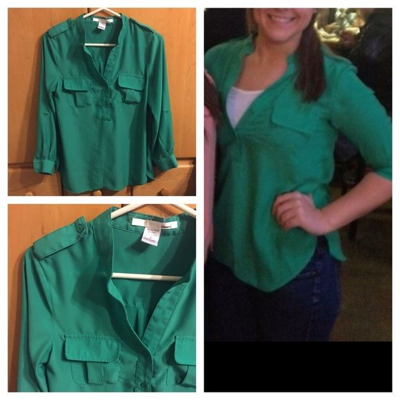 Green Long Sleeve Top The sleeves can be rolled up and held with buttons (as shown in pictures) the top is in great condition  (I DISCOUNT THROUGH MERCARI AS TARABOU) Tops Blouses