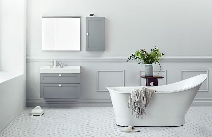 Vår kjærlighetsaffære med frittstående badekar er ikke over. I tillegg til å være et åpenbart slående estetisk element, symboliserer det frittstående badekaret selvdyrkelsen og spafølelsen vi higer etter i vår travle hverdag. Her er Scarlett fra Svedbergs. www.byggmakker.no