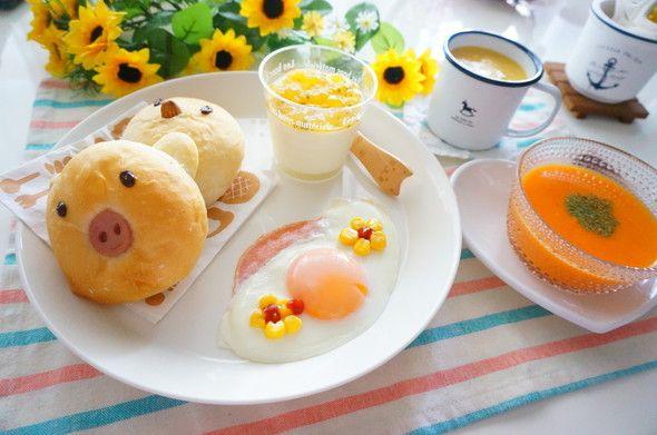 小鳥ちゃんとこぶたパン×ハムエッグの朝食