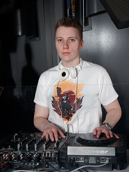 Ewa from Torun sent over her Samurai tee pic, thanks a lot!  This time Kato got involved in creating some music in one of Torun's nicest clubs ;)