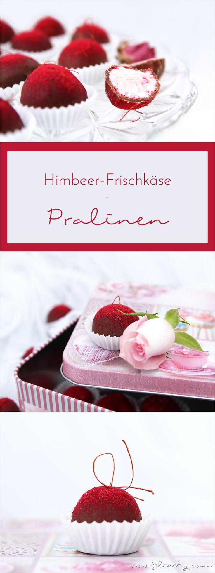 Persönlich, romantisch, lecker - Diese selbstgemachten Himbeer-Pralinen sind nicht nur eine Gaumenfreude, sondern auch ein hübsches Valentinstags-Geschenk. #valentinstag #pralinen #rezept