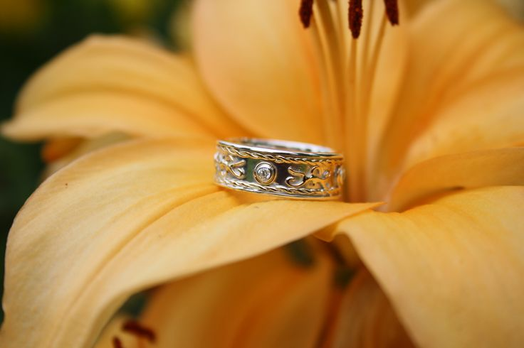 silver ring with gold ornament and cupic zirkonia
