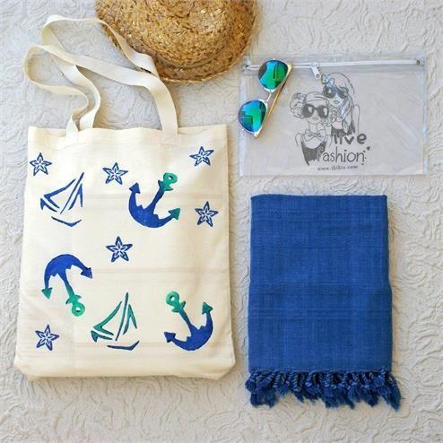 Çapa Baskılı Taşlanmış Plaj Seti - Peştemal Taşlanmış Mavi Bikini Çantası Şeffaf  Kumaş Türü: Plaj Çantası %100 Keten  Peştemal %100 Pamuk Bikini Çantası PVC Paket İçeriği: 1 adet plaj çantası 1 adet peştemal  1 Adet Bikini Çantası