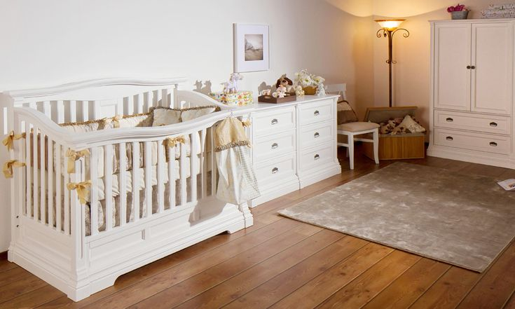 Imperio convertible crib in Solid White finish.