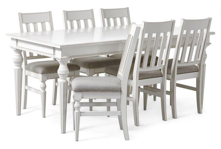 Paris är en vacker matgrupp med fina detaljer såsom svarvade ben och fasade bordskanter. Matbordet har två tilläggsskivor vilket gör att många kan trivas runt bordet samtidigt. Stolen har en stoppad sits klädd i ett beige tyg. Den har en skön komfort som tillåter långa sittningar. Paris är en serie handgjorda unika möbler i klassisk romantisk stil. Varje möbel är ett fint handarbete vilket gör att små olikheter kan förekomma. Det är rejäla möbler i fin kvalitet.