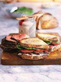 Sandwich au rôti de boeuf et salade rémoulade