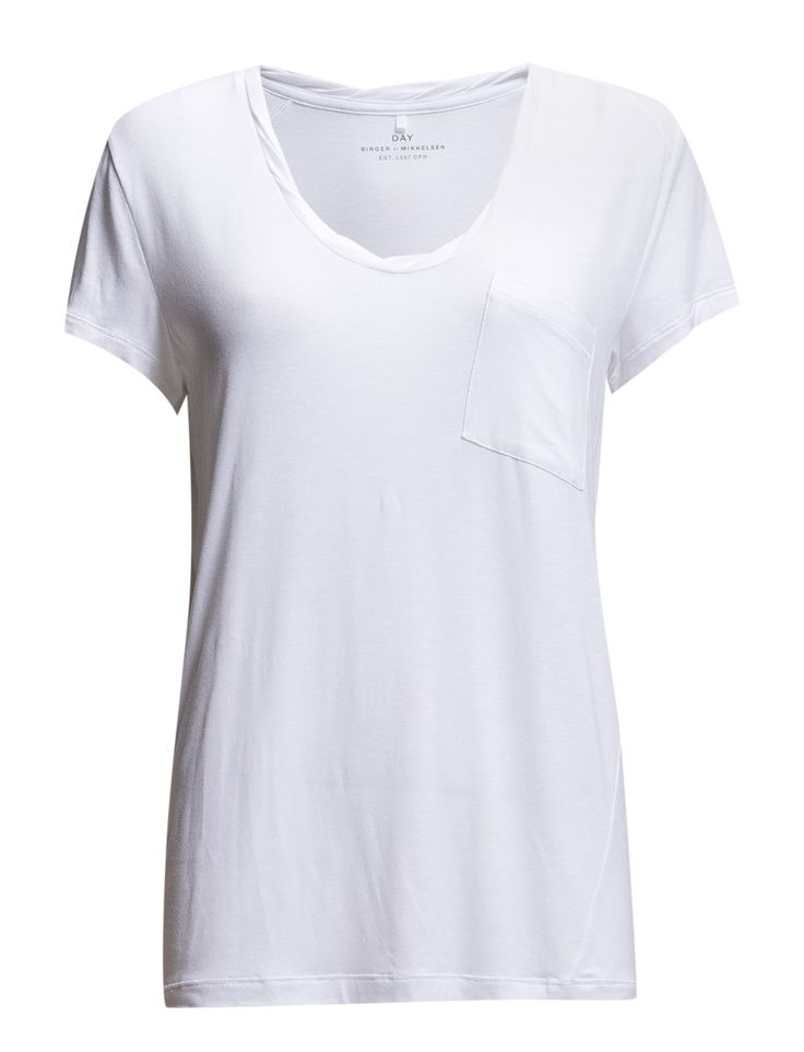 DAY - Day Clean Twist-This is a perfect basic t-shirt with a cool twist.  Breast pocket Cap sleeves Relaxed fit