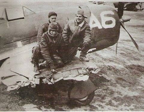 P-47D of the squadron of the Brazilian Expeditionary Force (FEB) Well known as Senta Pua damaged after crashing in a chimney during the launch of ma pump and get back FLYING to the base in addition to the aircraft in World War II there were spectacular pilots as pictured
