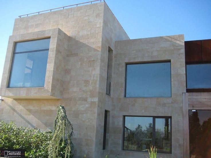 Chalet con fachada de piedra natural ambar fachadas - Piedra caliza para fachadas ...
