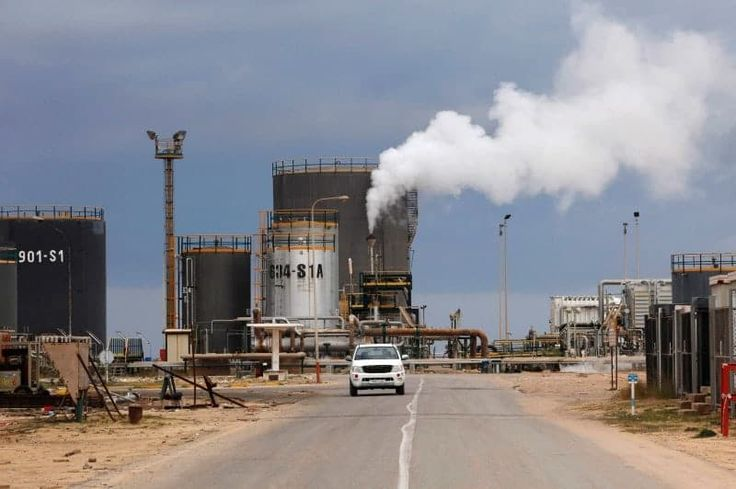 PT Equityworld Futures - Diduga pemberontak Boko Haram telah menculik 10 anggota geologi penelitian tim dari Universitas Maiduguri, Nigeria timur laut, perusahaan minyak negara, yang dikontrak pekerjaan, mengatakan pada hari rabu. July 26, 2017  Nigeria Perusahaan Minyak Nasional (NNPC) telah melakukan survei selama lebih dari satu tahun untuk apa yang dikatakan bisa menikmati cadangan minyak di Cekungan Danau Chad, sebuah wilayah yang didera oleh Boko Haram delapan tahun pemberontakan yang…