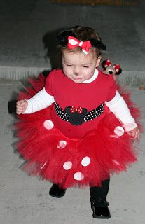 ****Mom Ditties****: DIY Costumes: Daisy Duck & Minnie Mouse If I hadn't already made my daughters Halloween costume I would have done Minnie Mouse!