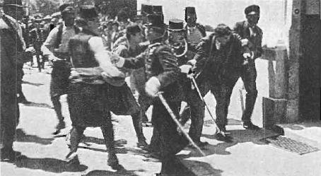 De moord op Frans Ferdinand van Oostenrijk in Sarajevo vormde mede de aanleiding voor de Eerste Wereldoorlog. De moord vond plaats op 28 juni 1914, toen de Oostenrijkse troonopvolger samen met zijn echtgenote een bezoek bracht aan Sarajevo, de hoofdstad van de Oostenrijk-Hongaarse provincie Bosnië en Herzegovina.