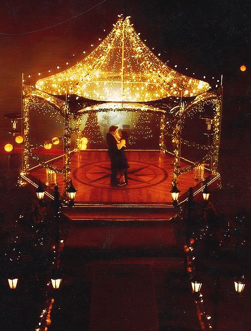 Although the books are better, i adore this scene in Twilight. The lights. The dancing. The water. The Flightless Bird American Mouth in the backround. Gah<3