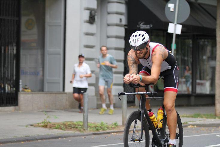 """Mit Schwimmen, Laufen und Fahrradfahren bekämpft Daniel Fischer eine Autoimmunkrankheit, denn """"wer rastet, der rostet!"""" - eine inspirierende Geschichte!"""