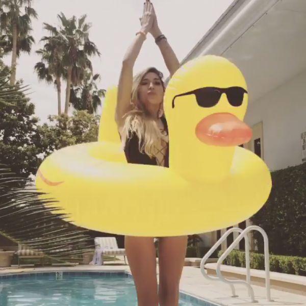 Bouée Canard Géante Piscine #duck #canard #bouee #summer